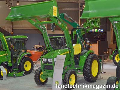 bild 1 die john deere traktoren serie 4m besteht aus den. Black Bedroom Furniture Sets. Home Design Ideas